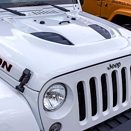 Image of a Jeep Wrangler Rubicon Power Dome 10th Anniversary Style Steel Bonnet