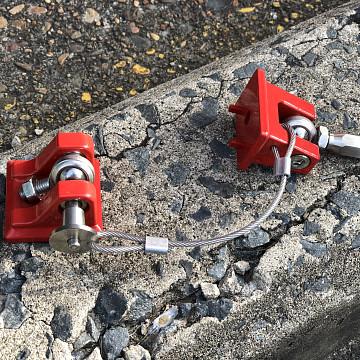 Image of a Jeep Wrangler Bonnets Red Color Retro Style Bonnet lock Catch Kit